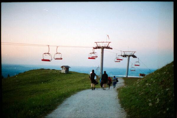 Analoges Foto Bergbahn bei Sonnenuntergang für Tourismusfilm in Füssen